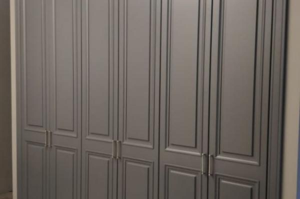Шкаф большой в прихожей
