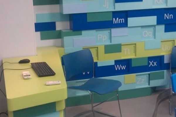 Стилизованный стол для презентаций