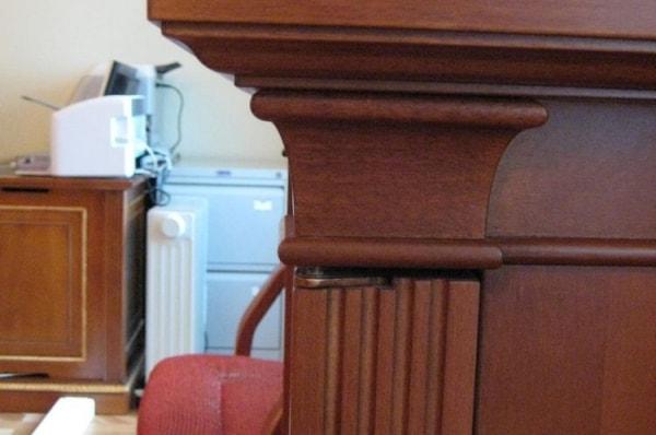 Офисный стол из массива дерева