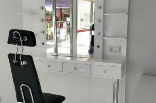 Стол визажиста-бровиста