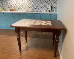 Стол как часть интерьера кухни